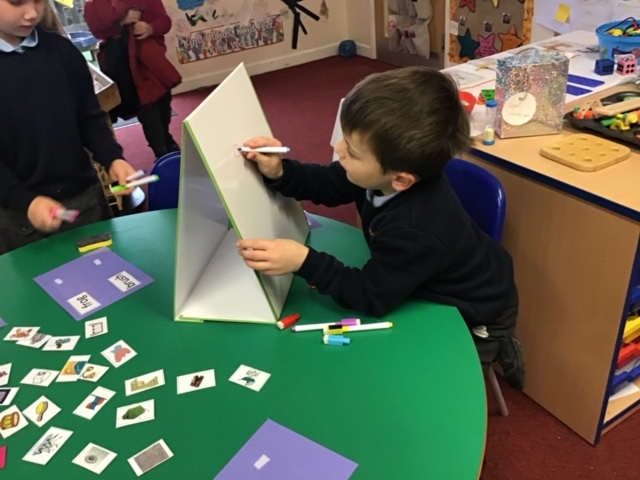 Over 40 Worcestershire Primary Schools Use School Tabletop Whiteboards from Magic Whiteboard. Dual purpose 2 in 1 - A3 School Tabletop Whiteboard & A3 lapboard whiteboard
